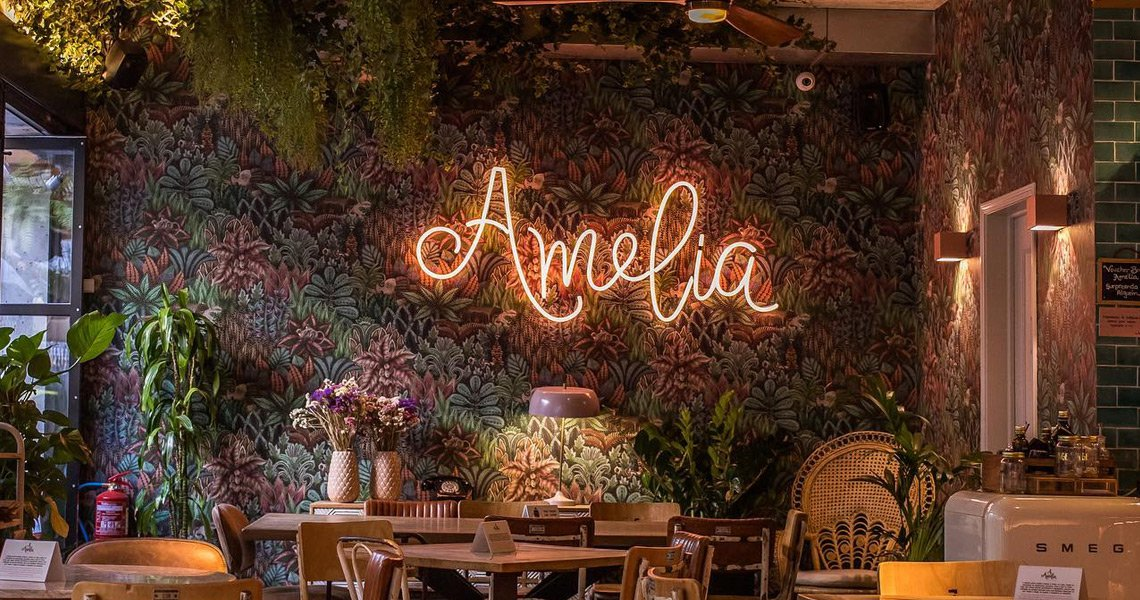 Order Amelia online. Take away or Delivery.<br>Free delivery on orders over 15€.